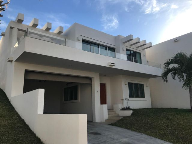 Casa Eric has 3 bedroom, 3 baths, living room, dinnig room, kitchen, nice big terrace with great ocean view.Covered garaje with automatic door for 2 cars and also could park another 2 cars in the driveway.The development has a comunity pool and parkig for visitors.