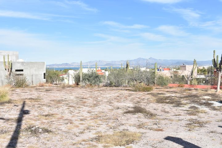 Build your dream home on this flat, easily buildable lot in El Centenario, just 15 minutes from La Paz restaurants and major shopping. This ~1/4 acre lot sits in the hills of El Centenario, offering great views of the Bay of La Paz, city lights and mountains. Homes on the adjacent street are already built, preserving your view.