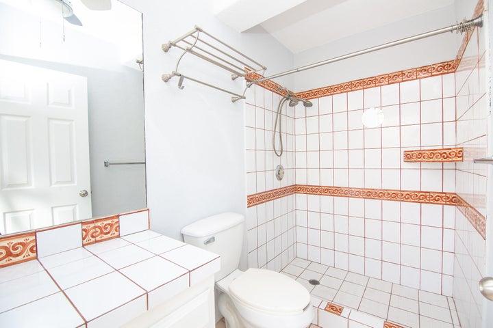 Unit 1A Bathroom