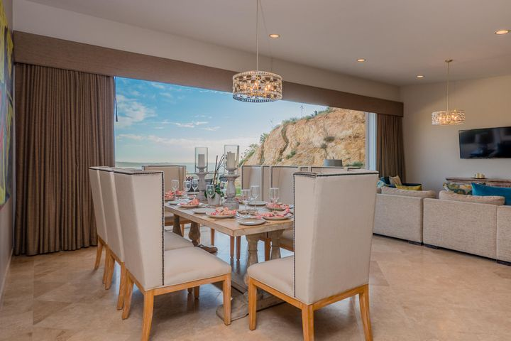 Open and spacious dining