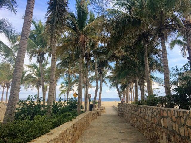 Pedregal Beach Entrance
