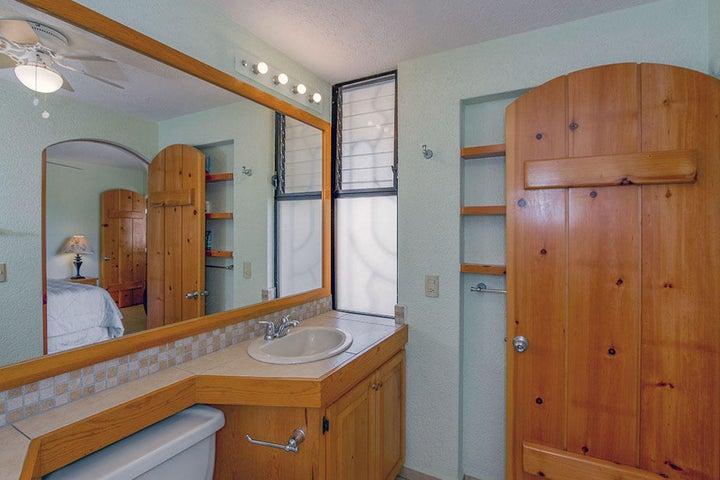 Master bathroom 15