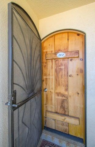 Screen metal door for extra breeze 19