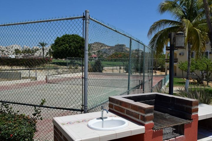 bbq & tennis court