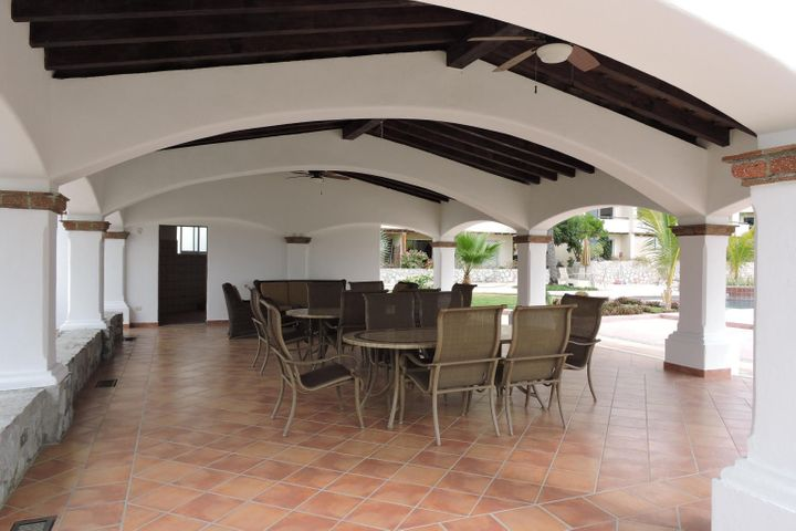 Palapa dining tables