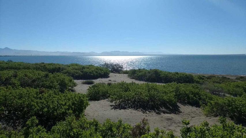 Playa a Bahia La Paz 2