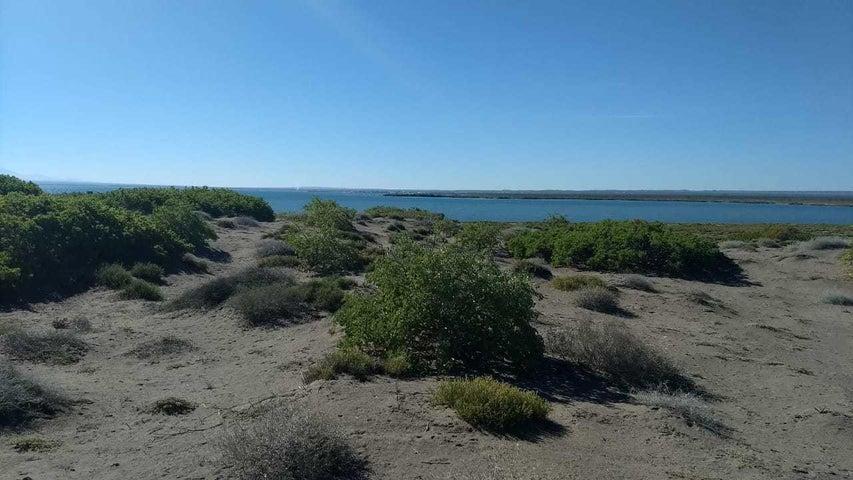 Playa hacia Ensenada La Playa con dunas