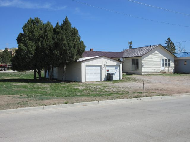 815 Summit Ave South, Newcastle, WY 82701