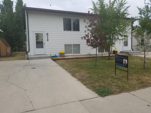 114 & 116 Redwood St. W., Gillette, WY 82718