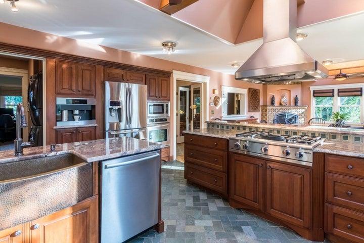 Stunning kitchen/dining rooms