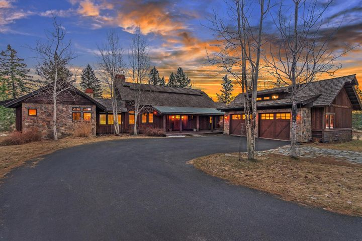 Boasting 4854 SF with a Walk-out lower level, Master on the Main, 4 Bedrooms (3 are masters) and a Bunk room, an office and stunning high-end finishes and upgrades everywhere. Perfect setting overlooking the 1st Fairway at Gozzer Ranch Tom Fazio designed course.