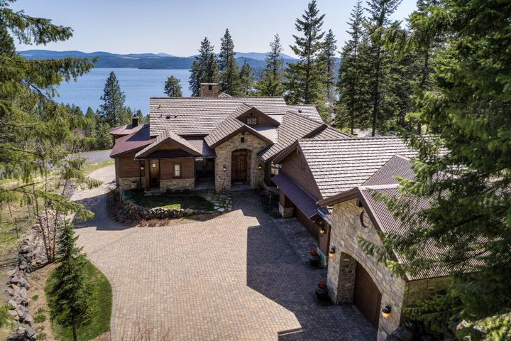 Perfectly perched to take advantage of the captivating lake and mountain views. Level entry with the back of the house facing the Lake!