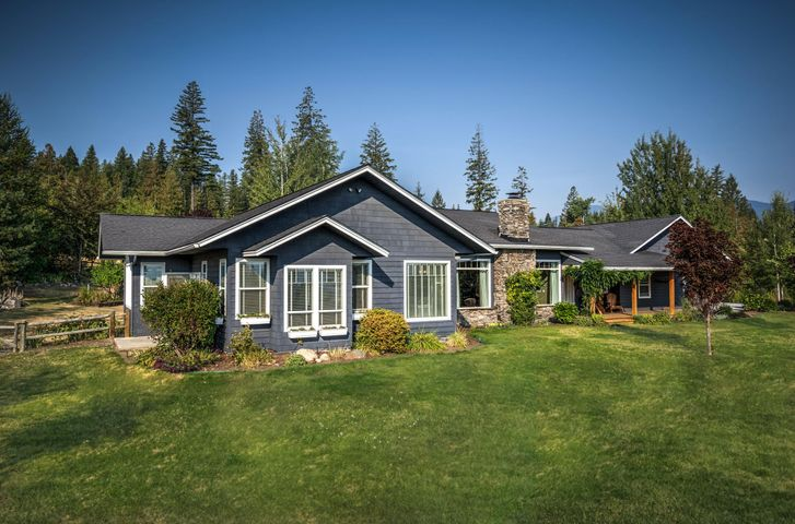 52 Ravenwood Lane, Sandpoint, ID 83864