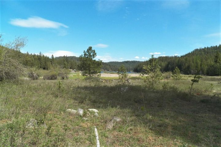 4 S Beaver Lake Road, Athol, ID 83801
