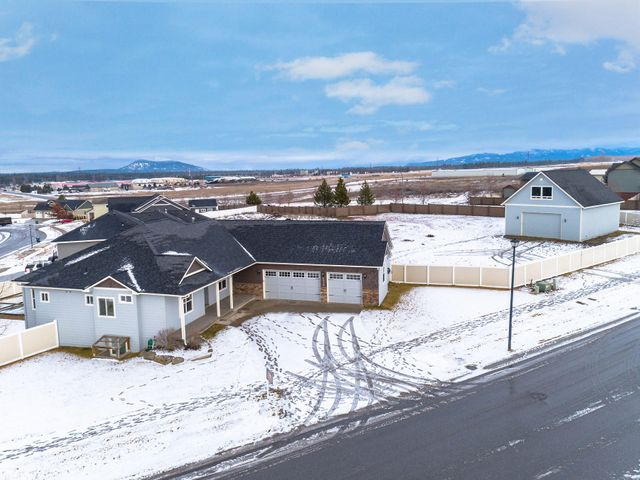 6909 W BENT GRASS LN, Rathdrum, ID 83858