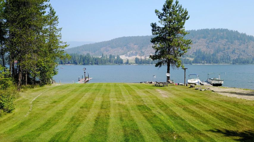 1491 Wooded Acres Dr, Sagle, ID 83860