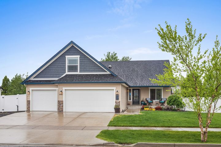 3bd + bonus, 2ba, 2272sf, 3-car Garage. Built in 2012 with upgrades this year! Better than new!