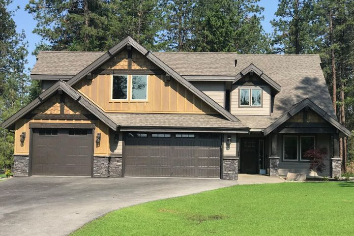 This Main level living plan boasts 3 bedrooms plus office, plus bonus room 3.5 baths on a .33 acre parcel overlooking mountains and golf course.