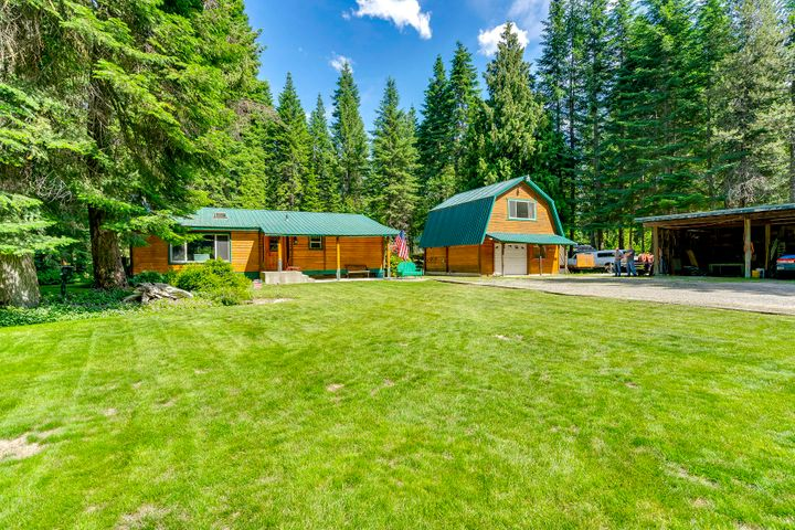 9750 N GLEN HOLLOW LN, Hauser, ID 83854