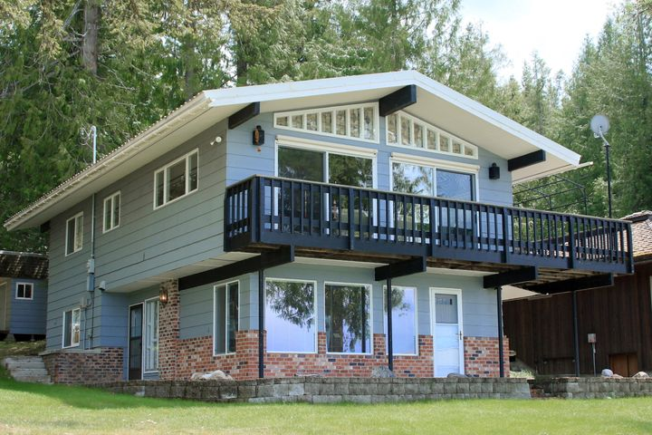 Two storey cabin with walkout fully finished lover level