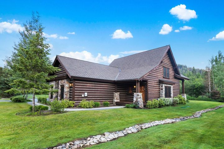 3+ Bedroom, 3 Bath Lodge Home in the Heart of The Idaho Club