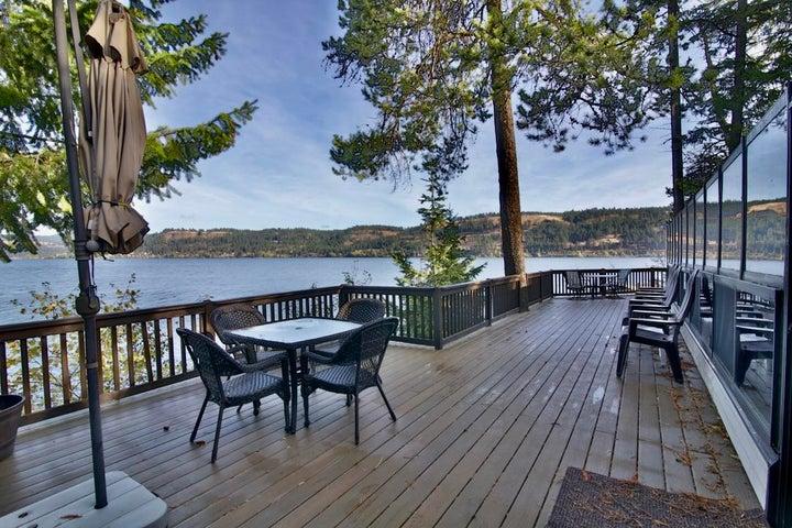 Coeur d'Alene Lake Retreat...27148 S WILDWOOD DR Worley ID 83876