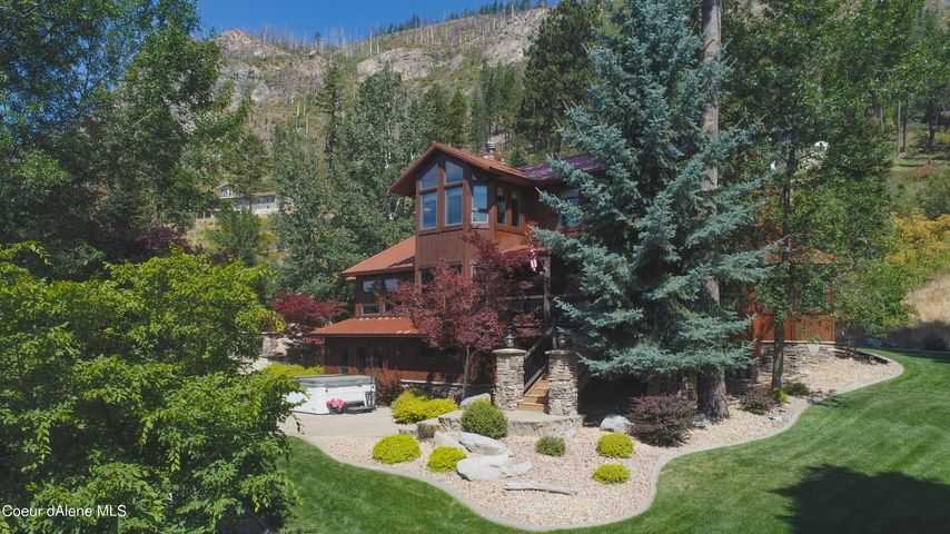 Gorgeous home on 4.55 acres overlooking Lake Pend Oreille