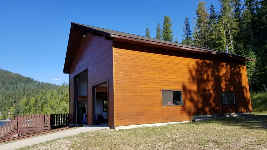 816 Red Cloud Rd, Bayview, ID 83803