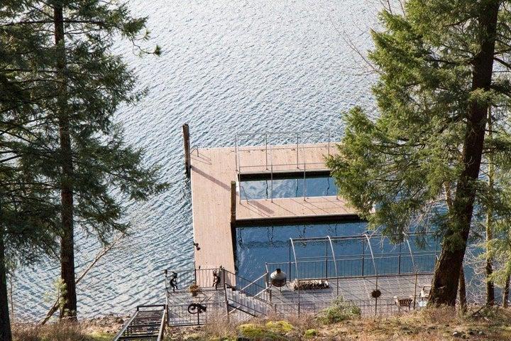 2911 E Point Hayden Dr, Hayden Lake, ID 83835