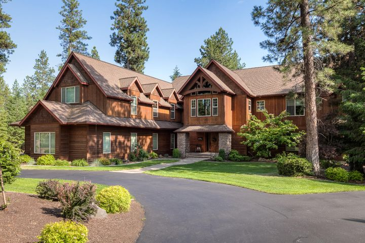 Spokane River, 5 Acre Waterfront Estate - Private driveway through treed setting, park-like.  Home has everything you would ask for, close in location only 2 miles to I-90,  beautiful custom  8000 sq. ft. home with 38 foot cathedral ceilings.  Gourmet kitchen and family areas are special.  7 bedrooms, 8.5 baths, 2 guest suites, mother-in-law possibilities.  Level site, lawn to water's edge, even has a small vineyard/garden.  181 feet of frontage.