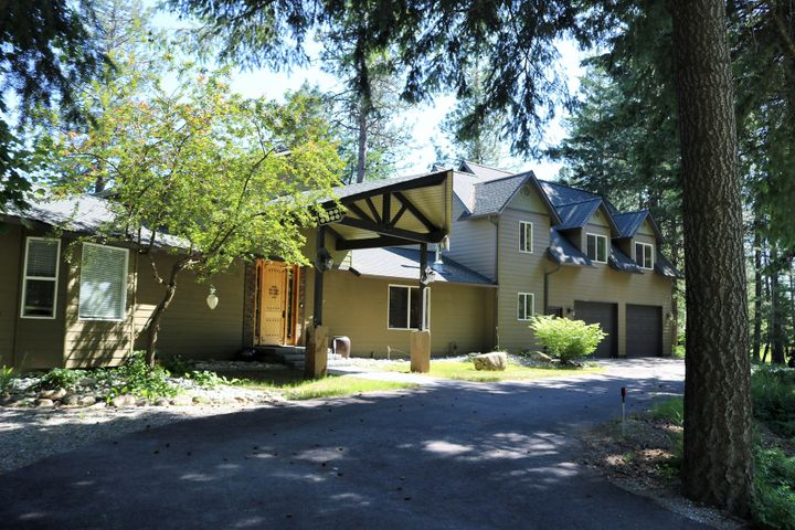 Panoramic views from this luxurious 3400+/- sf home on 30 acres w/ full TOP of the line horse facilities, bordering over 1000+ acres of Timber Co. Lands, all w/in an hour of the Spokane airport and less than 30 mins to Coeur d'Alene. End of the road privacy with a paved driveway leading you to this beautiful home. This 3bd/2.5bth home has breathtaking views from almost every room, a great room overlooking the mountains and farms, a gourmet kitchen, granite counter tops, SS appliances, hickory hardwood floors, Alder cabinets, main floor Master Suite, separate area with 2bd/1bth and its own living room, large attached 2 car garage, 60'x120' covered riding arena, a 55'x40' stable for 4 horses, a 30x60 shop w/ 5 bays, appx 8 acres in fenced pasture w/ Centaur Fencing and so many extra features
