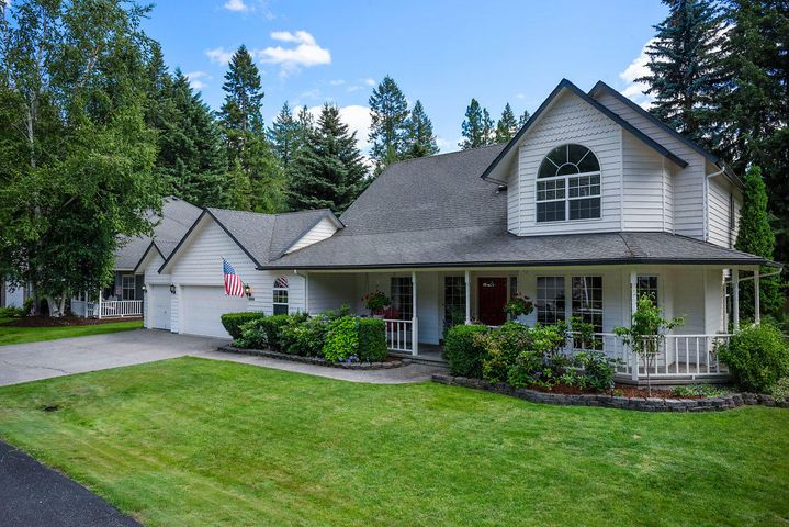 IDEAL BLEND of CHOICE Hayden Lake Location close to golf courses & Honeysuckle Beach, Picturesque Cul-d-sac Setting plus Beautiful, Updated 'Pride of Ownership' home resonating character & classic charm rich in stylish comforts, bathed in natural light, neutral color scheme, hdwd floors, skylights, 2 gas fireplaces & lots of storage. Showcased in past ''Parade of Homes'' the innovative floor plan is perfect for entertaining & you'll appreciate the architectural design from archways to the staircase & catwalk overlooking the main floor. Gorgeous kitchen remodel boasts granite, large island, hammered copper sink, pantry & new appliances. Spacious main flr mstr suite w/remodeled bath features granite, marble walk-in shower & Jacuzzi. Generous sized lvg rm, family rm, office/den & main floor