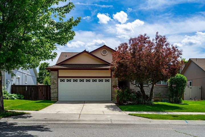 Very nice home in great neighborhood.  2 bedrooms on main floor + office for 3rd bedroom if needed. large family room, 2 bedrooms and 2 bath in bright basement. New fencing around private back yard.  Quiet location near parks and all schools.
