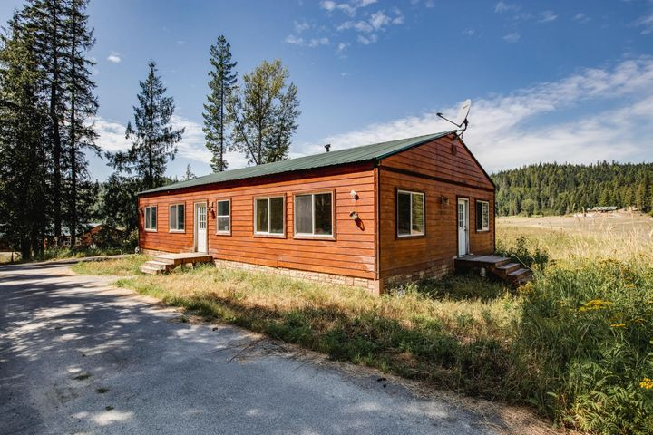 2667 Squaw Valley Rd, Priest River, ID 83856