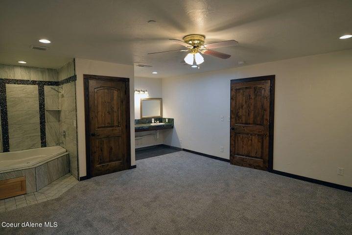 5239 E Dodd Rd, Hayden, ID 83835