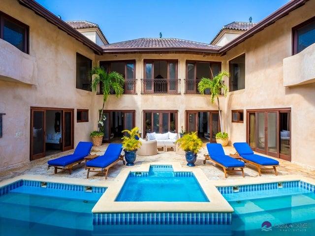 11 Rancho Arriba, Casa de Campo,