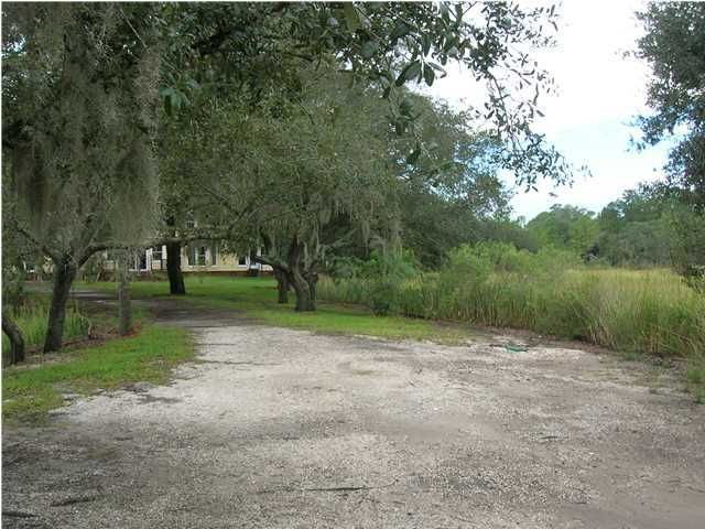1500 S Pinebark Lane Charleston, SC 29407