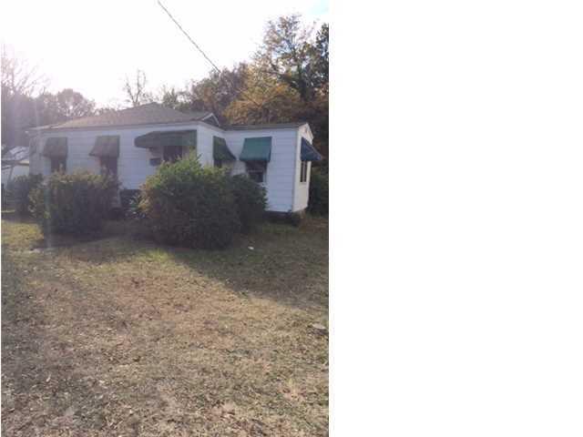 2704 E Surrey Drive North Charleston, SC 29405