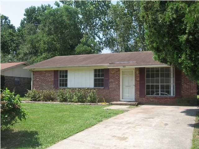 105  Bee Street Summerville, SC 29483