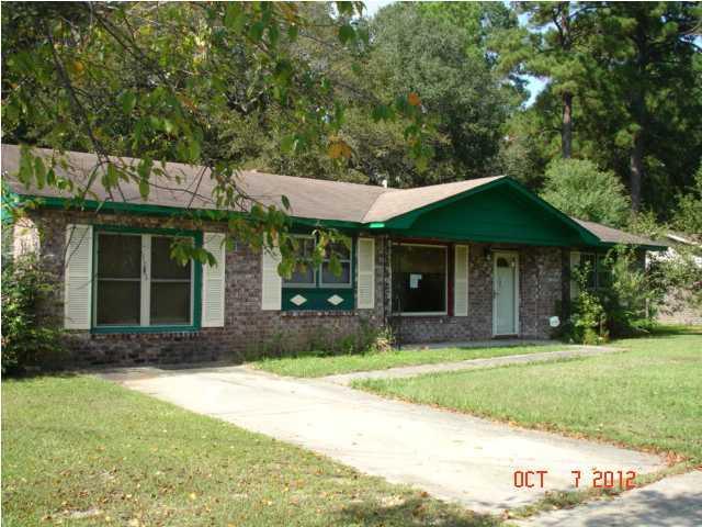 4882  Foxwood Drive North Charleston, SC 29418