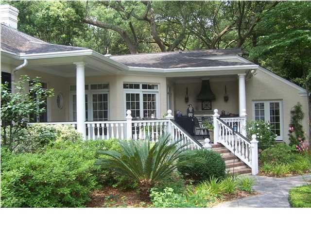 107 E Johnston Street Summerville, SC 29483