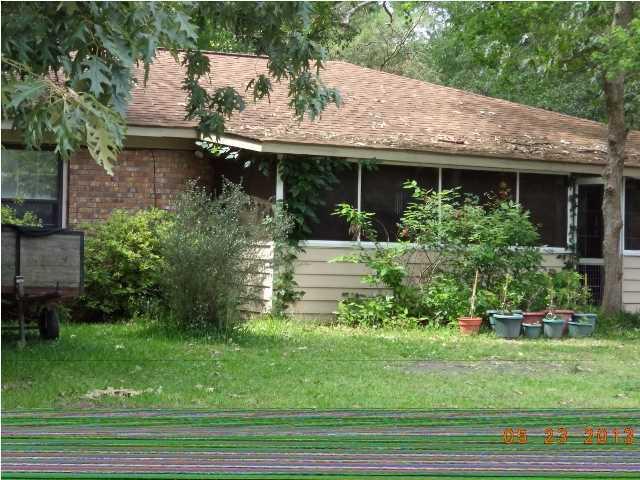 111 E Walnut Circle Summerville, SC 29485