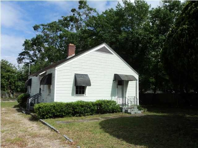 2137  Thornlee Drive North Charleston, SC 29405