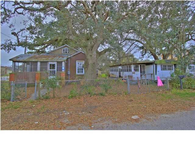 1049  Bexley Street North Charleston, SC 29405