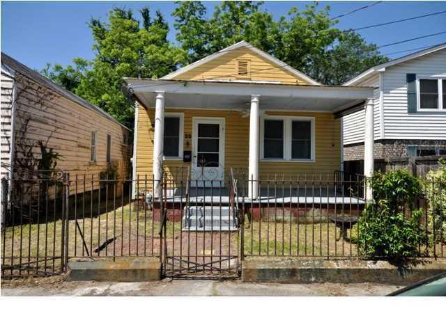 23 Larnes Street Charleston, SC 29403