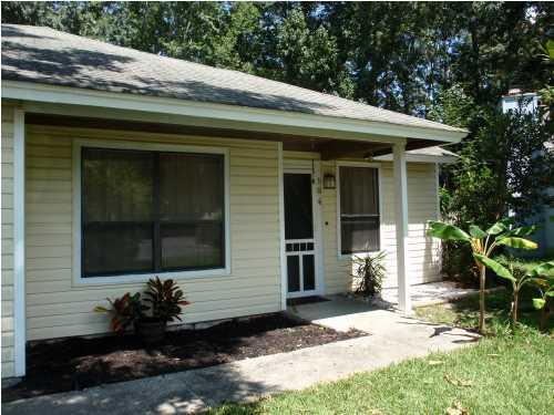104  Douglas Place Summerville, SC 29483