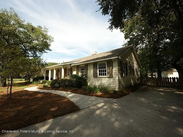 240  Bayview Drive Mount Pleasant, SC 29464