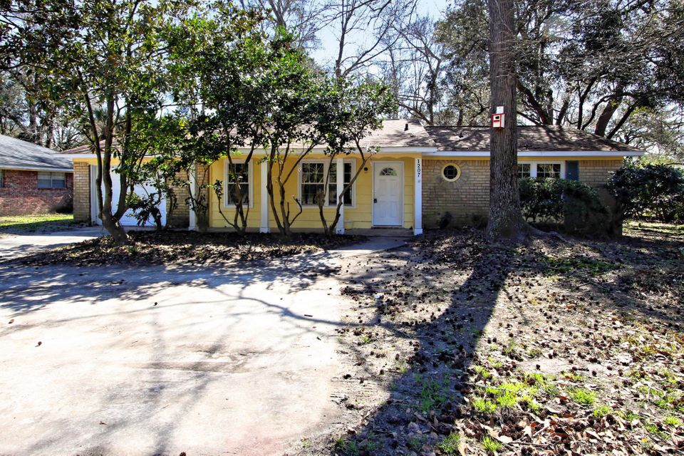 1207  Mathis Ferry Road Mount Pleasant, SC 29464
