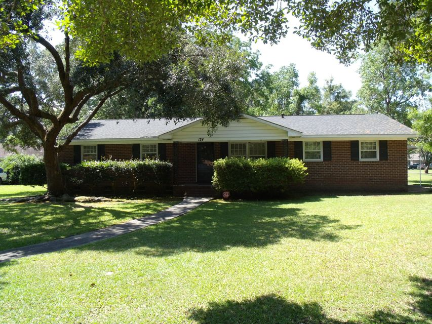 124  Farmhill Drive Summerville, SC 29483
