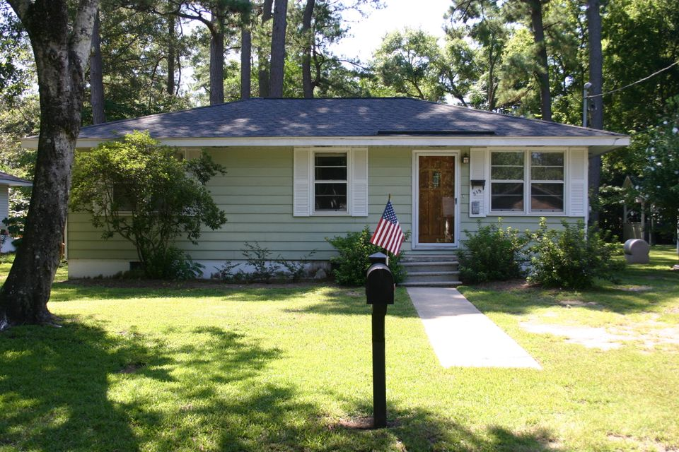 815  Armsway Street Mount Pleasant, SC 29464